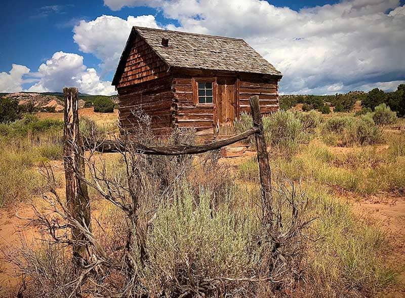 Old cabin in the Utah desert on a sunny day